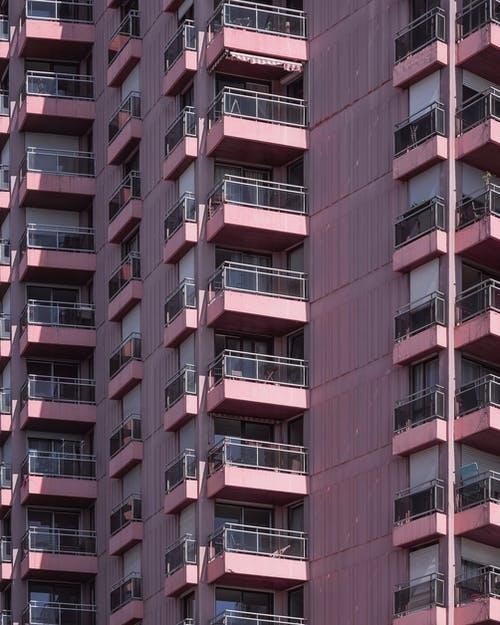 Le rapport entre le syndic de propriété et le nouveau locataire d'un appartement